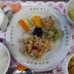 ひよこ組、5月生まれのお友達の給食